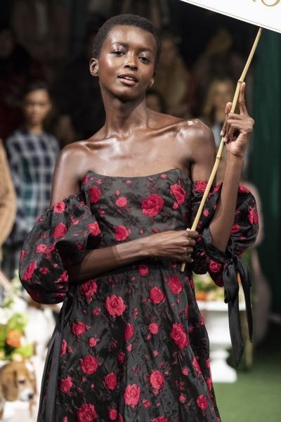 Лохматые текстуры, чёлки-шторки и другие тенденции в весенних стрижках