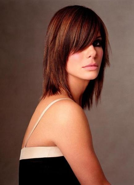 Многослойные стрижки на средние волосы - фото модных причесок
