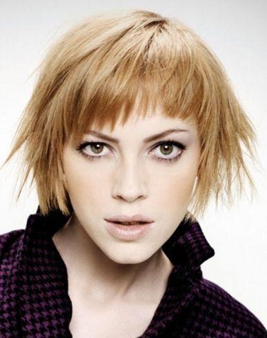 Стрижки на средние волосы без укладки - фото красивых причесок