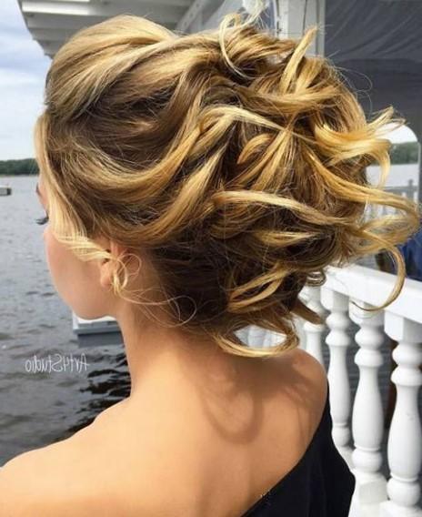 Прически на выпускной на средние волосы с челкой и без 2018