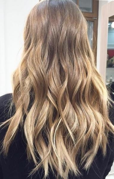 Техника окрашивания волос балаяж на темные и светлые локоны - фото