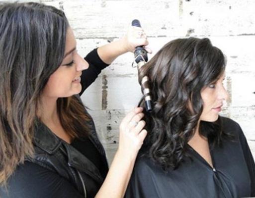 Прически с локонами на средние волосы своими руками - фото