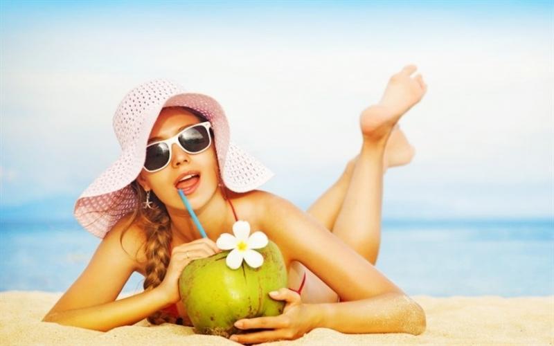 12 удобных причесок для пляжа