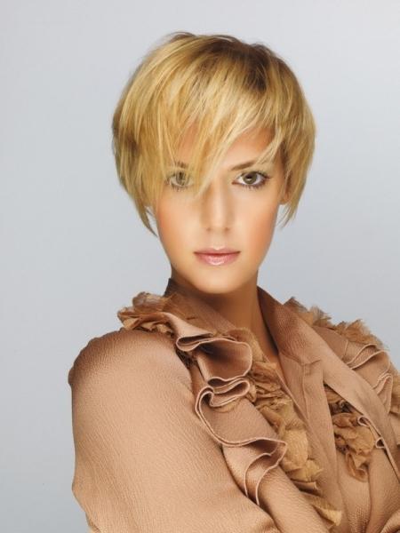 Стрижка Каскад на короткие волосы 2018 - фото сзади и спереди