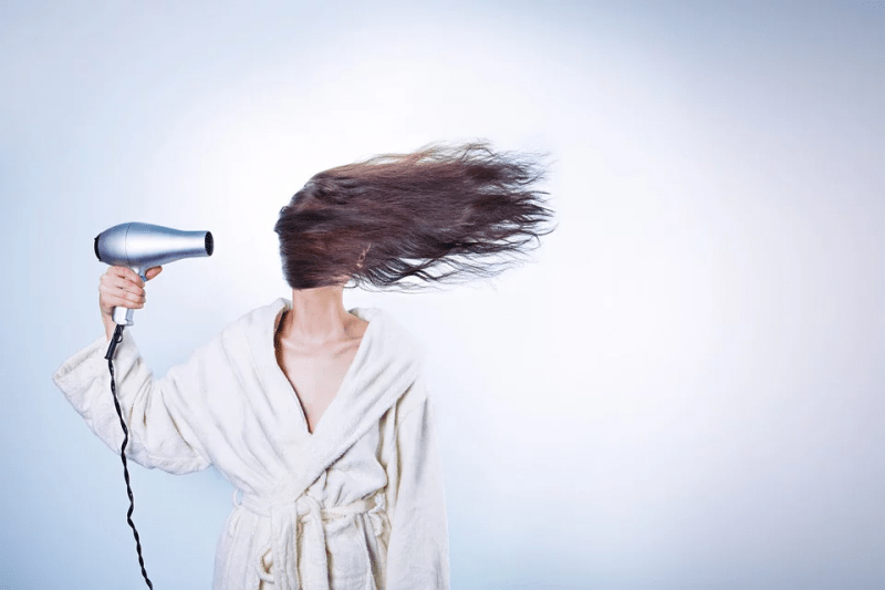 Топ-7 врагов окрашенных волос, которые убивают цвет