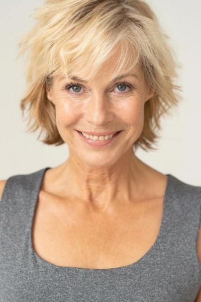 6 удобных и актуальных стрижек для женщин 50+, которые всем идут