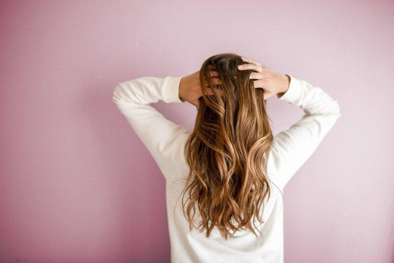 6 советов, которые помогут оживить сухие волосы и придать им сияние