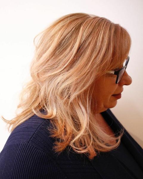 Красивые и элегантные стрижки для женщин 60+