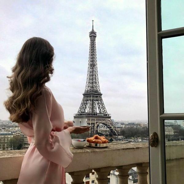 Почему француженки не моют утром волосы