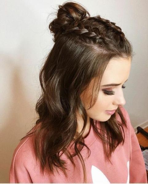 Топ летних причесок для волос средней длины