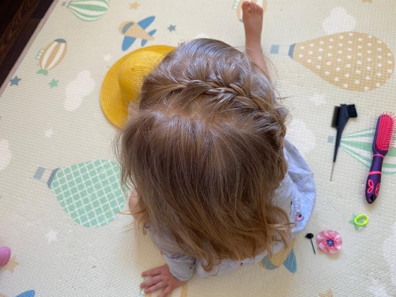 3 прически с косичками для садика и школы