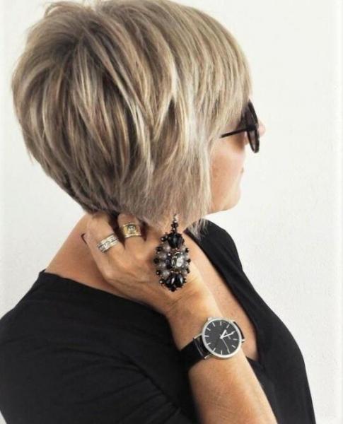 Лучшие стрижки для женщин элегантного возраста