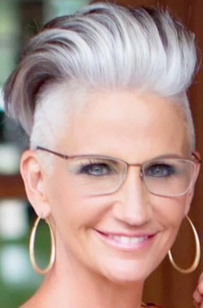 10 коротких стрижек для стильных энергичных женщин за 50