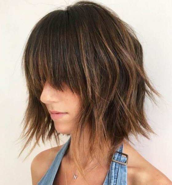6 стильных стрижек на средние волосы