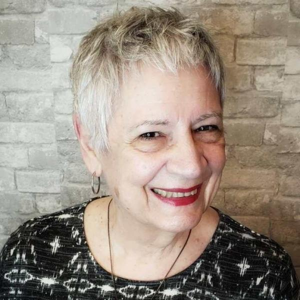 Красивые короткие прически для женщин старше 60 лет: Большой выбор