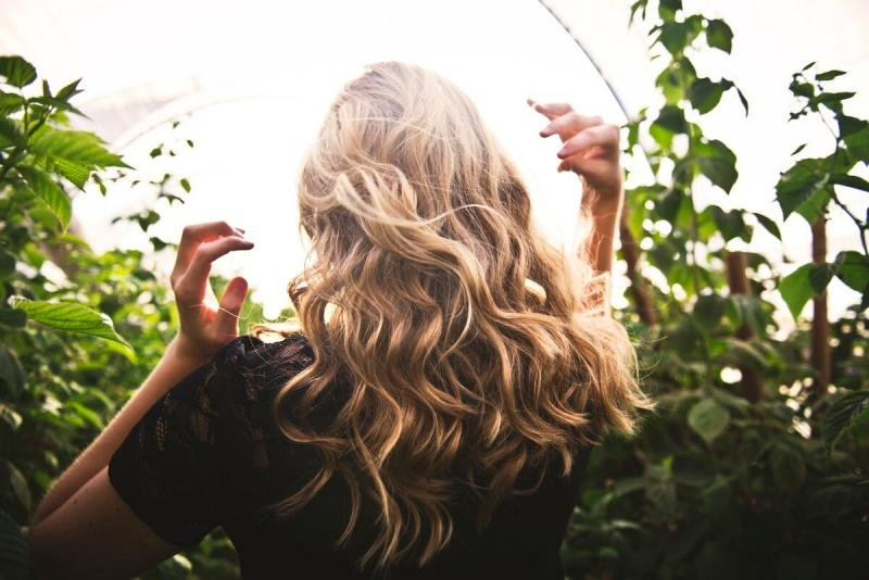 Надо ли ополаскивать волосы после мытья холодной водой
