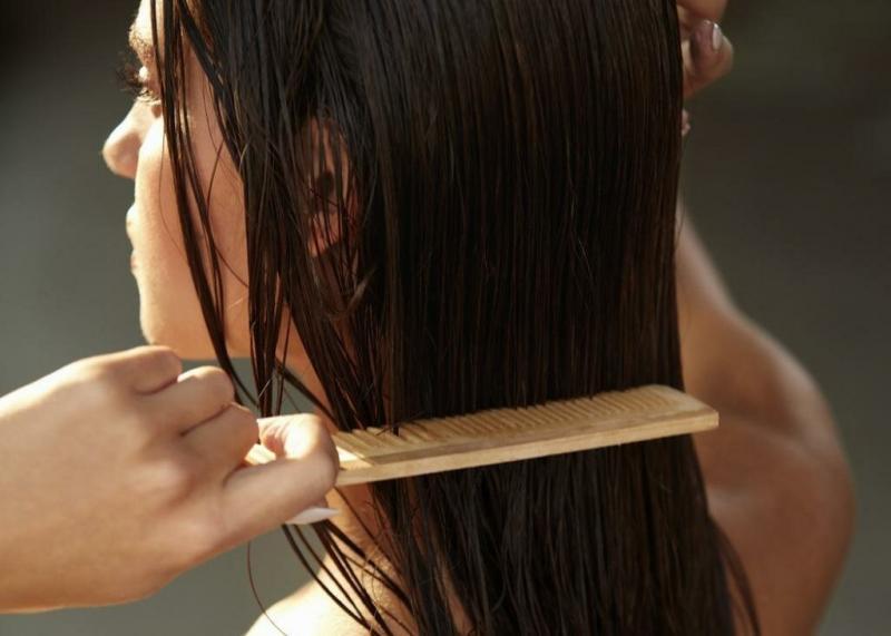 Почему нельзя расчесывать влажные волосы