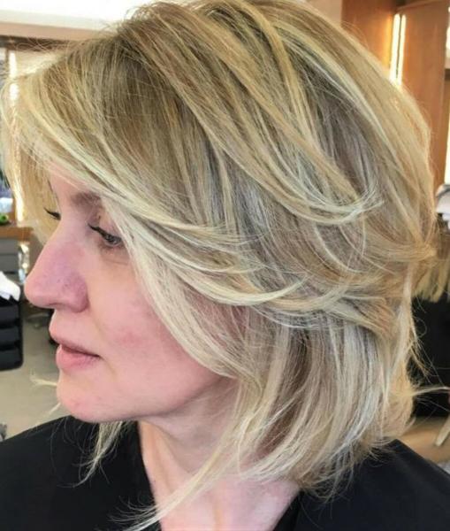 Шикарные идеи стрижки аврора-каскад для дам старше 40