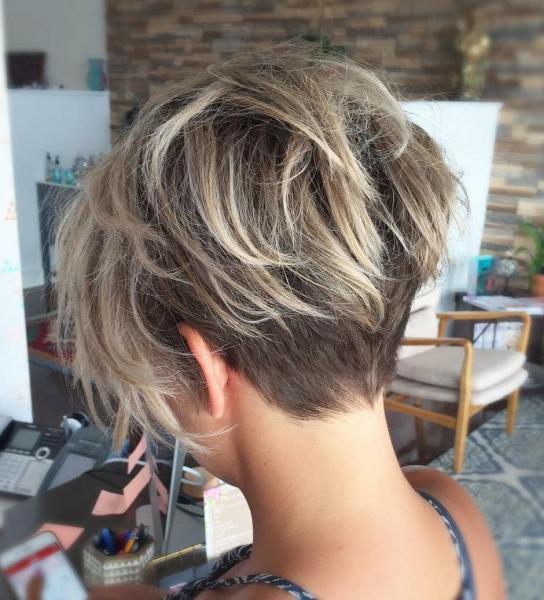 Эффектные стрижки, которые придают волосам дополнительный объем