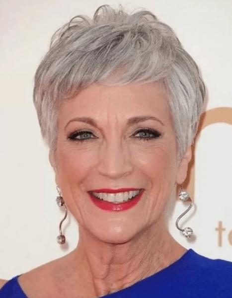 Как женщинам после 60 лет подобрать прическу по форме лица?