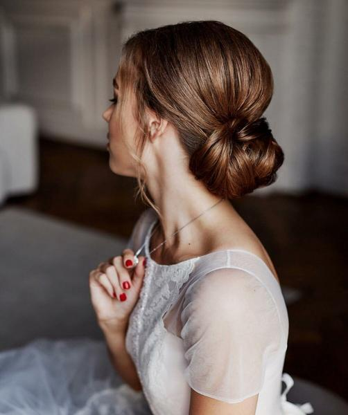 Модные тенденции в свадебных прическах 2020 года⠀⠀