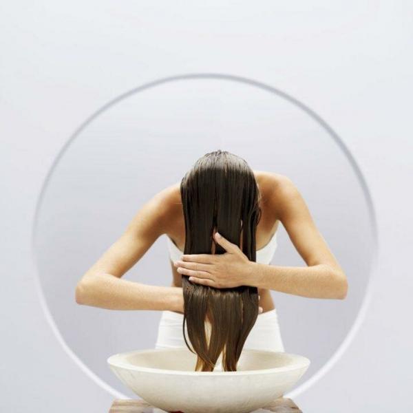 Почему вашим волосам нравится ополаскивание уксусом