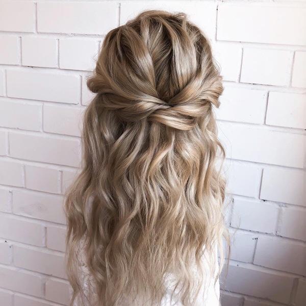 Прически на короткие волос