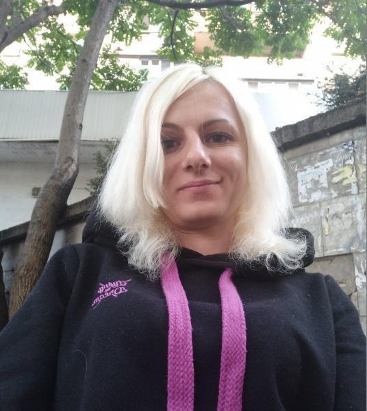 Мои волосы выглядели как у Барби, в которую долго играли. Спасала концы дешевым средством по совету парикмахера