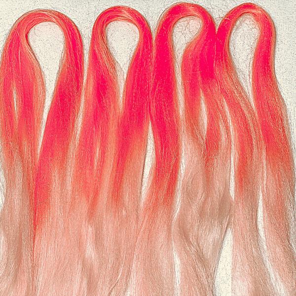 Розовые косы богини с канекалоном