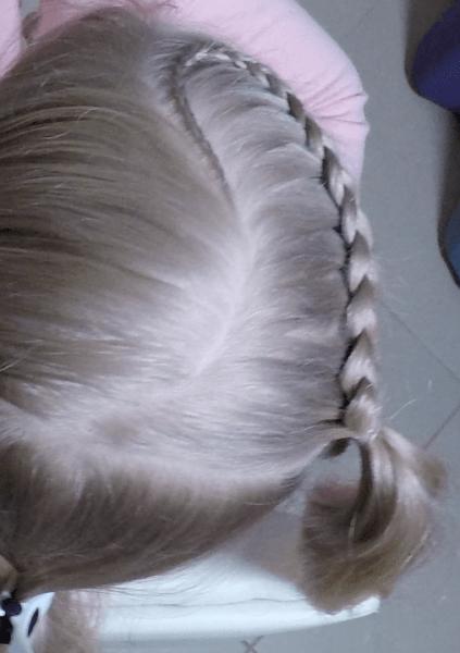 Прическа с изогнутой косой