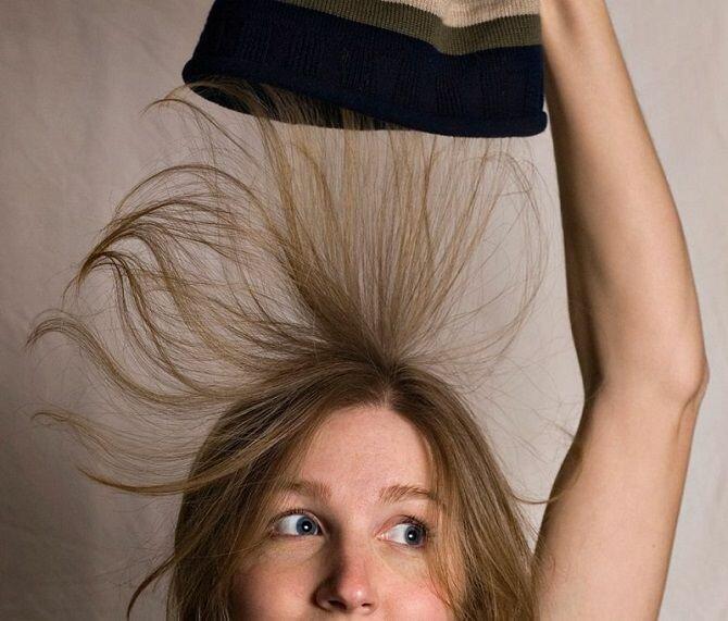 Проблема шапок: как избавиться от электризации волос?