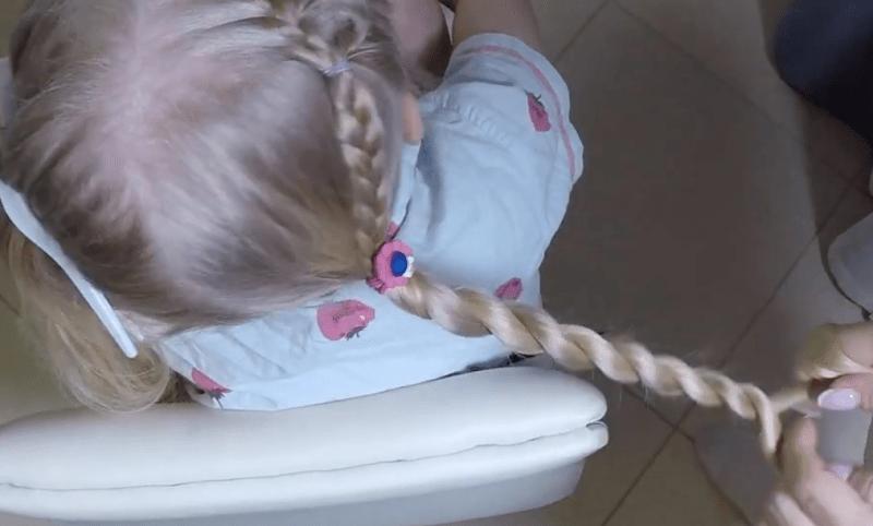 Прическа на длинные волосы с косичками