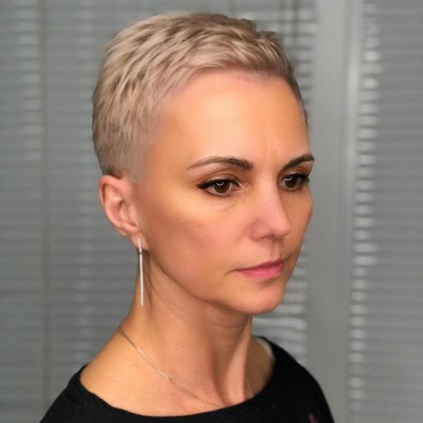 Ультракороткая пикси: 15 стильных идей для женщин 40-50 лет