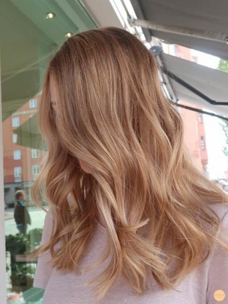 11 уникальных идей медово-русого цвета волос