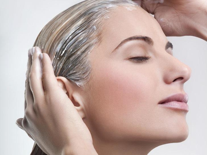 8 вредных привычек, от которых волосы пачкаются быстрее