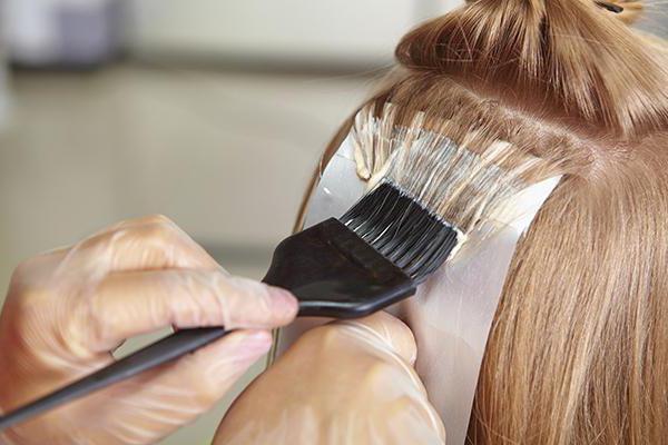 Чем покрасить волосы без вреда? Обзор способов и рекомендации