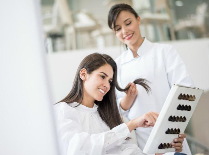 Как правильно мыть волосы после окрашивания для сохранения цвета