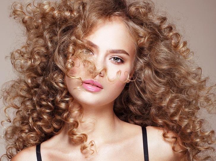 5 основных средств по уходу за кудрявыми волосами