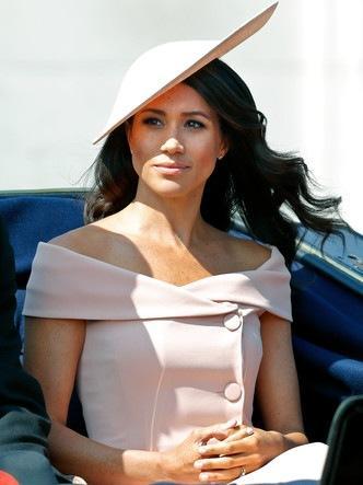 Демократическая герцогиня: 10 лучших причесок Меган на каждый день
