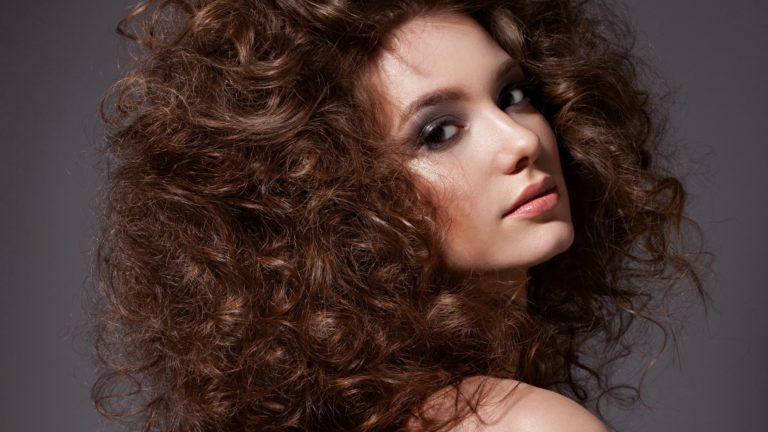 Вьющиеся волосы: все, что вы хотели знать